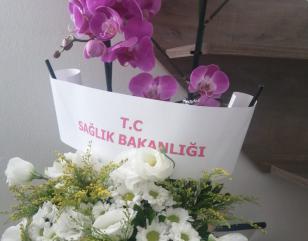 قام وزير الصحة بإرسال باقة من الورد الى المشفى مع برقية شكر